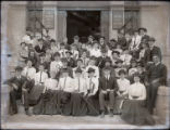 Pomona College class of 1906 on the steps of Pearsons Hall